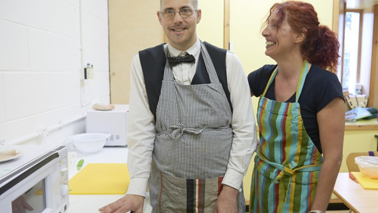 Art Maker Graham and workshop leader Wendy getting their equipment ready to prepare a healthy meal in the Cook It health and wellbeing workshop