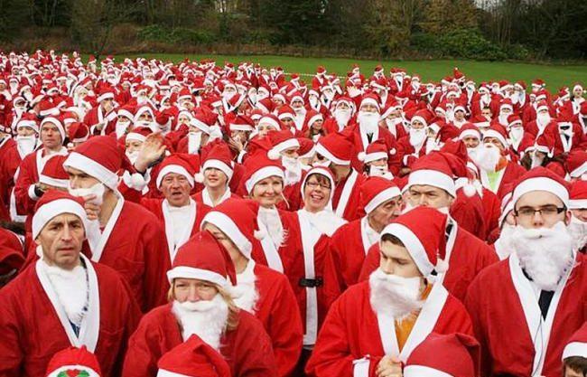 Image of runners dressed as Santa for the Skipton Santa Fun Run