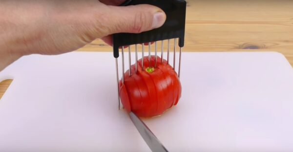 using an afro comb to chop a tomato