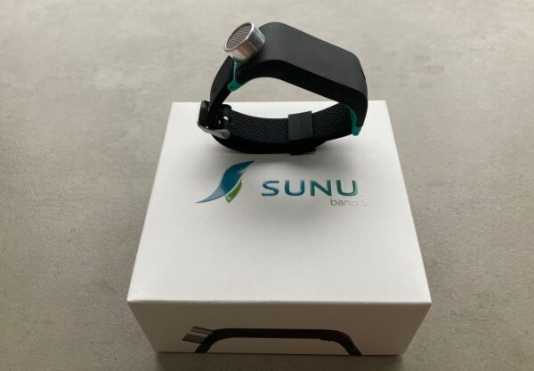 Sunu Band and its packaging